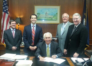 With Gov. Steve Beshear during the ceremonial signing of Senate Bill 105 were, from left, Danny Slaton, Southern Strategy; Sen. Morgan McGarvey, D-Louisville, co-sponsor; KPA executive director David T. Thompson; and Sen. Tom Buford, R-Nicholasville, chief sponsor.